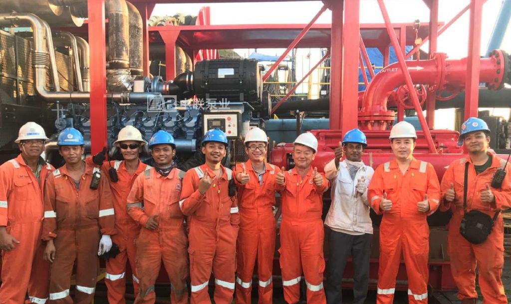 印尼海上油田船用高压海水泵技术员合影