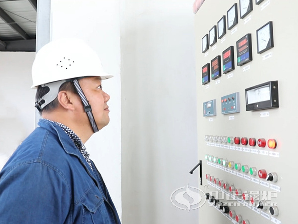 ZOZEN service engineer inspected the control cabinet