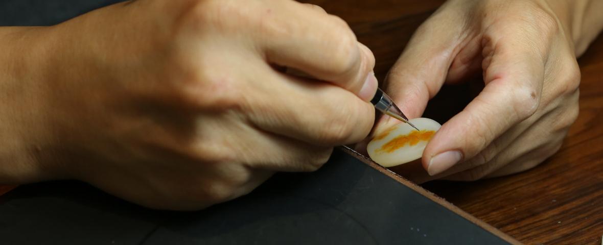可玉方逑玉雕大师灵活运用冲、划、切、刮等刀法